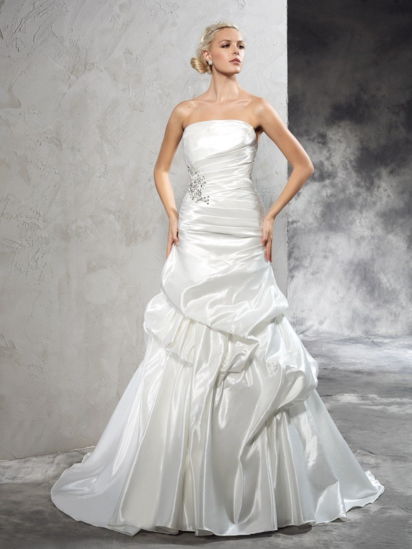 Sheath/Column Strapless Pleats Sleeveless Long Satin Wedding Dresses